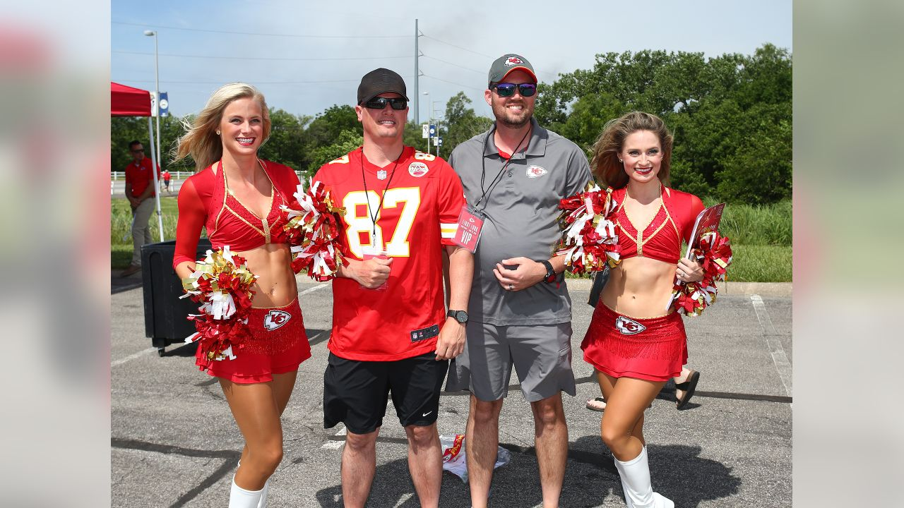 Kansas City Chiefs fans got their first look at the Chiefs in action at a live practice during Minicamp on Wednesday.