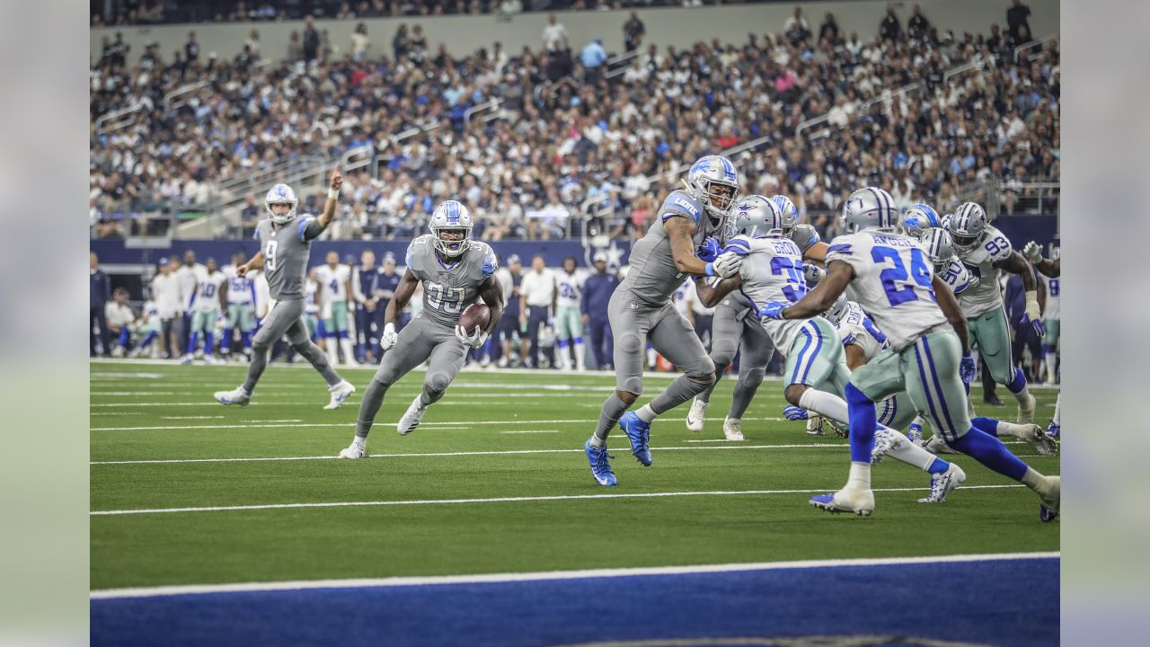 Detroit Lions running back Kerryon Johnson (33) runs for a touchdown during a NFL football game against the Dallas Cowboys on Sunday, Sept. 30, 2018 in Arlington, Texas. (Detroit Lions via AP).