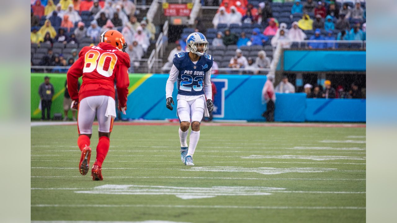 Detroit Lions cornerback Darius Slay (23) covers Cleveland Browns wide  receiver Jarvis Landry ( 9f6194d7f