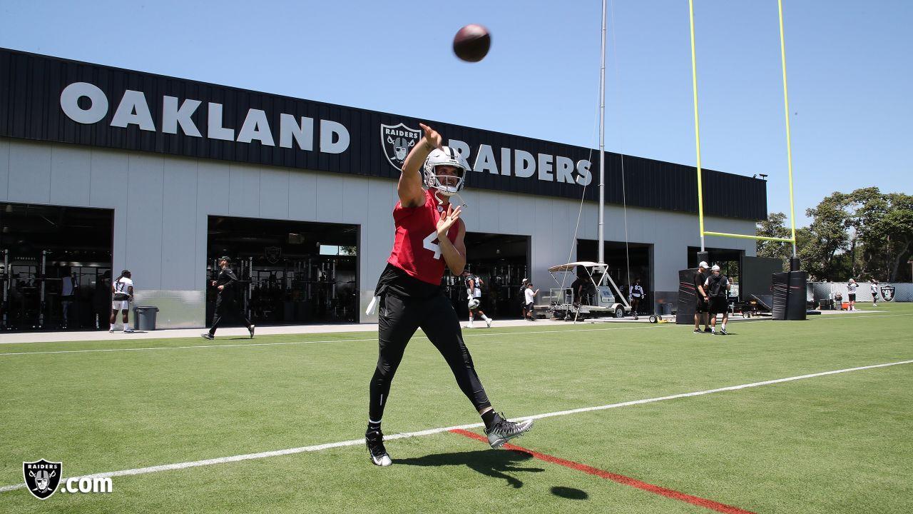 Raiders quarterback Derek Carr (4) at a Mandatory Minicamp at the Raiders Practice Facility in Alameda, Calif.