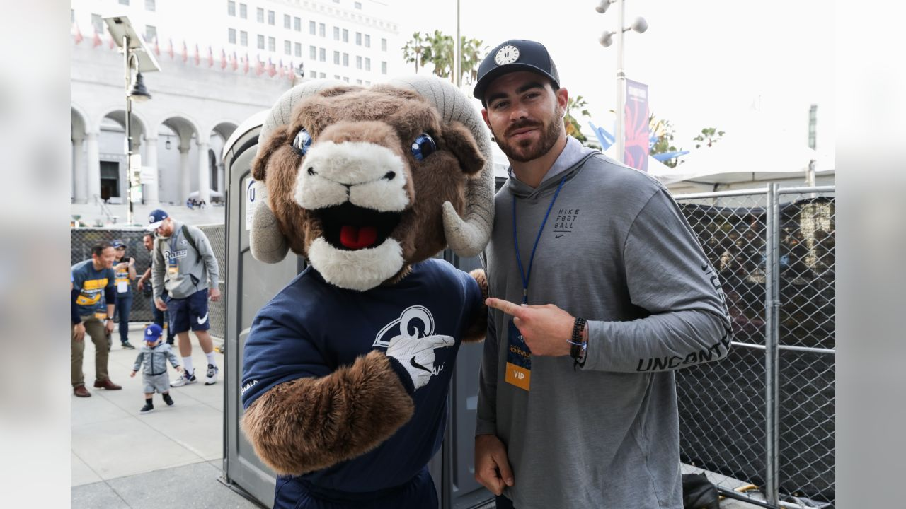 The Los Angeles Rams Rampage and Tight end (89) Tyler Higbee pose for a photo, as the Rams are proud the lead in the United Way HomeWalk 2019 and 5K family run/walk to raise public awareness and funds to end homelessness. Joined by Rams volunteers, Rams Rampage, L.A. Cheerleaders, and proud partnered sponsors and local organizations. Saturday, May 18th, 2019, Los Angeles, CA. (Will Navarro/Rams)