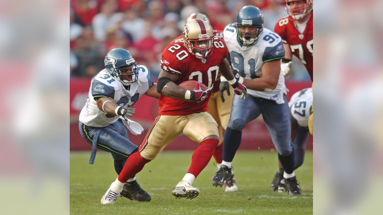 San Francisco 49ers running back Garrison Hearst (20) runs for yardage in  front of 2142fc9a6