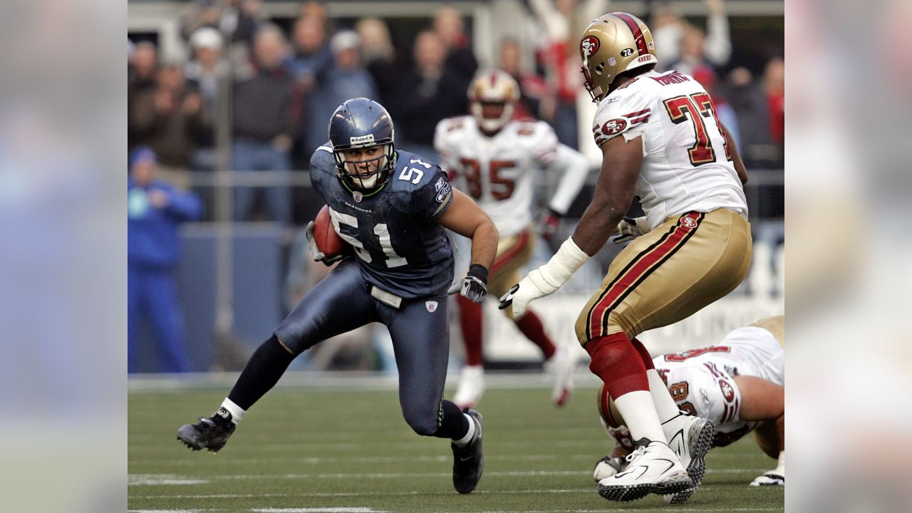 Seattle Seahawks  Lofa Tatupu (51) runs after a second quarter interception  as San e620395b4