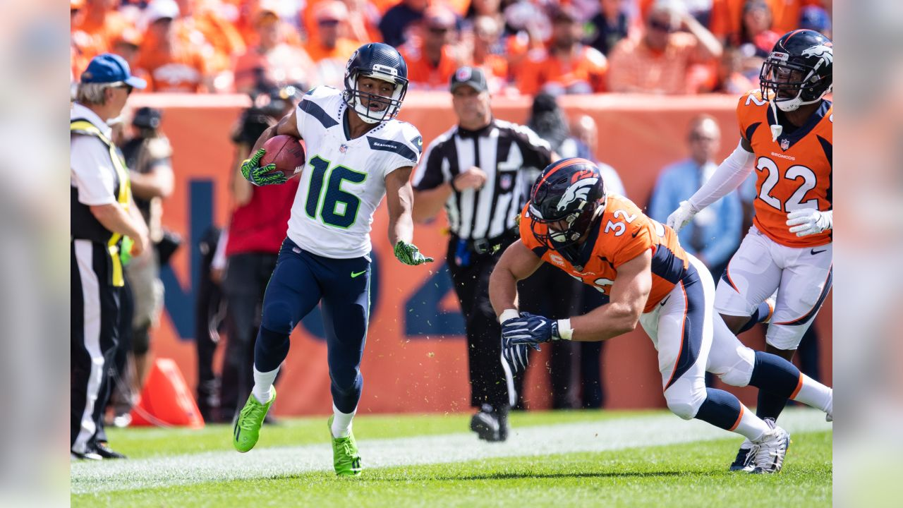 Seahawks returner Tyler Lockett speeds up the right sideline on a kickoff return.