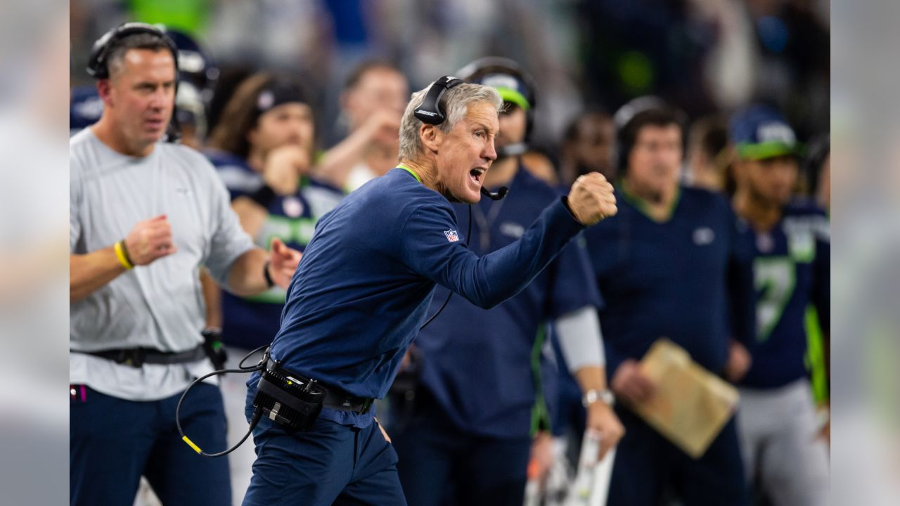 Seattle s head coach Pete Carroll reacts after Chris Carson scores on a  two-point conversion 18020613cb1f