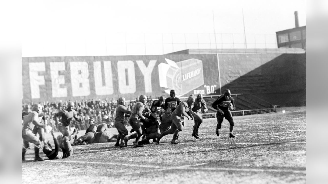 New York Giants against the Philadelphia Eagles, Dec. 10, 1933. Ken Strong of the Giants going round end for a four-yard gain. (AP Photo)
