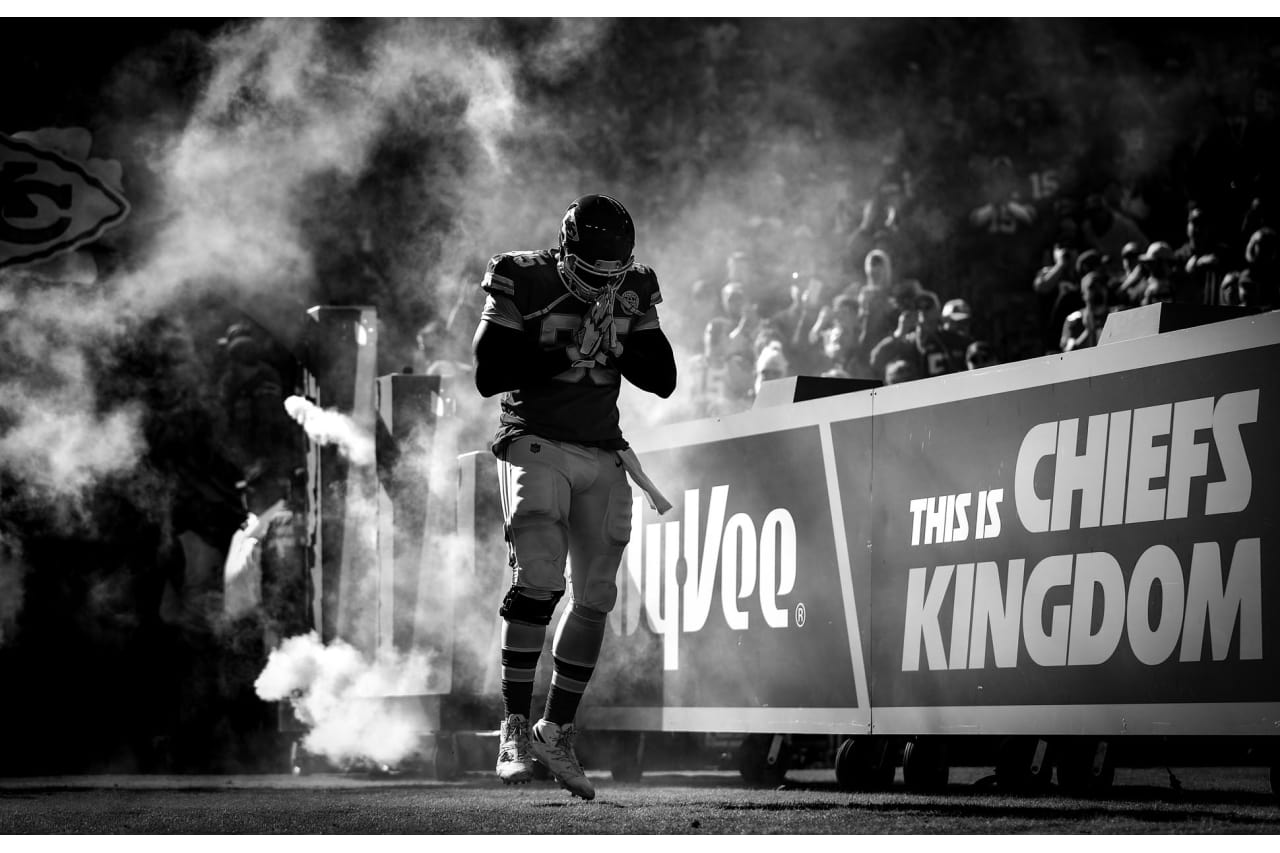 photo gallery chiefs in black and white week 8