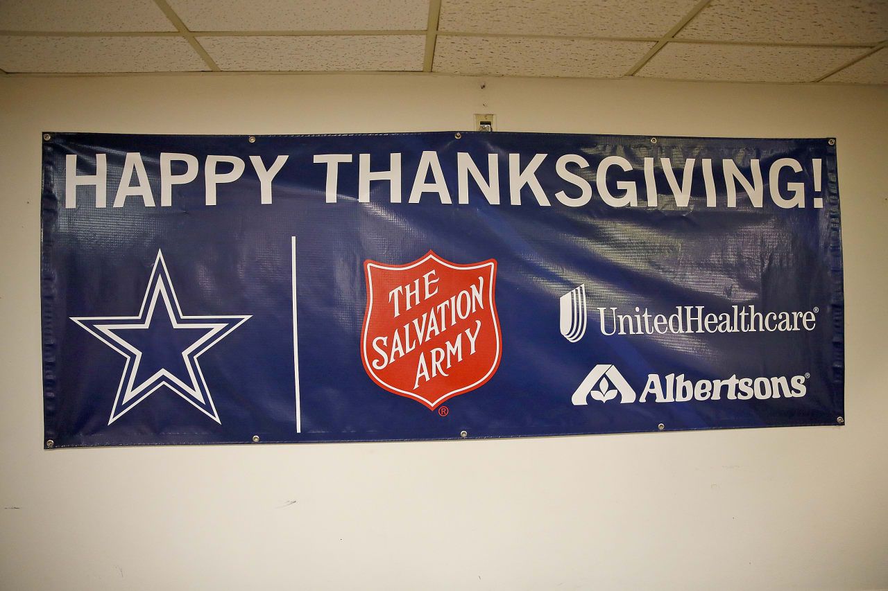 cowboys veterans serve early thanksgiving