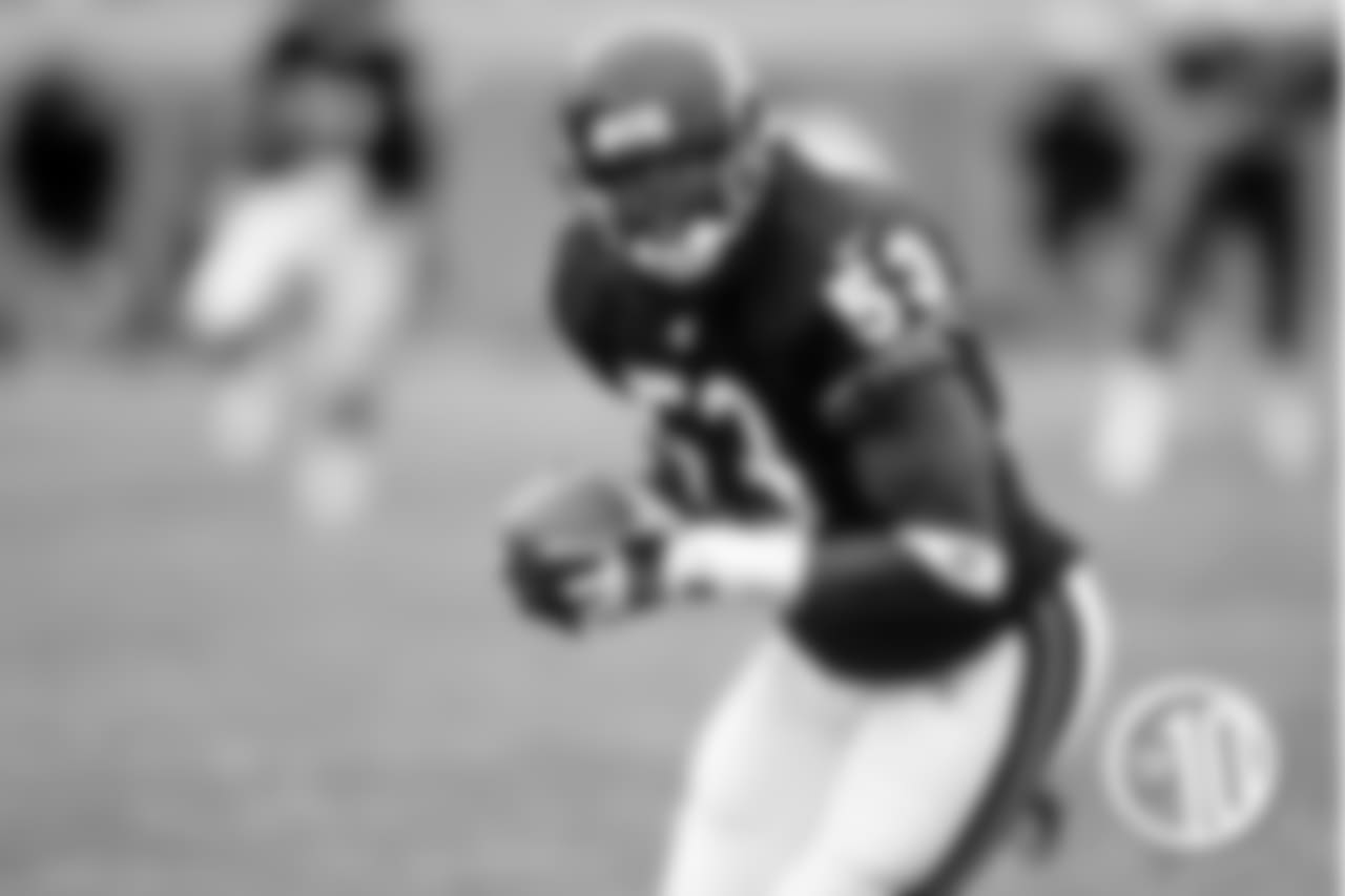 10. Warrick Holdman: Holdman played five seasons with the Bears, registering 3.5 sacks and seven forced fumbles. He was also strong in run support.