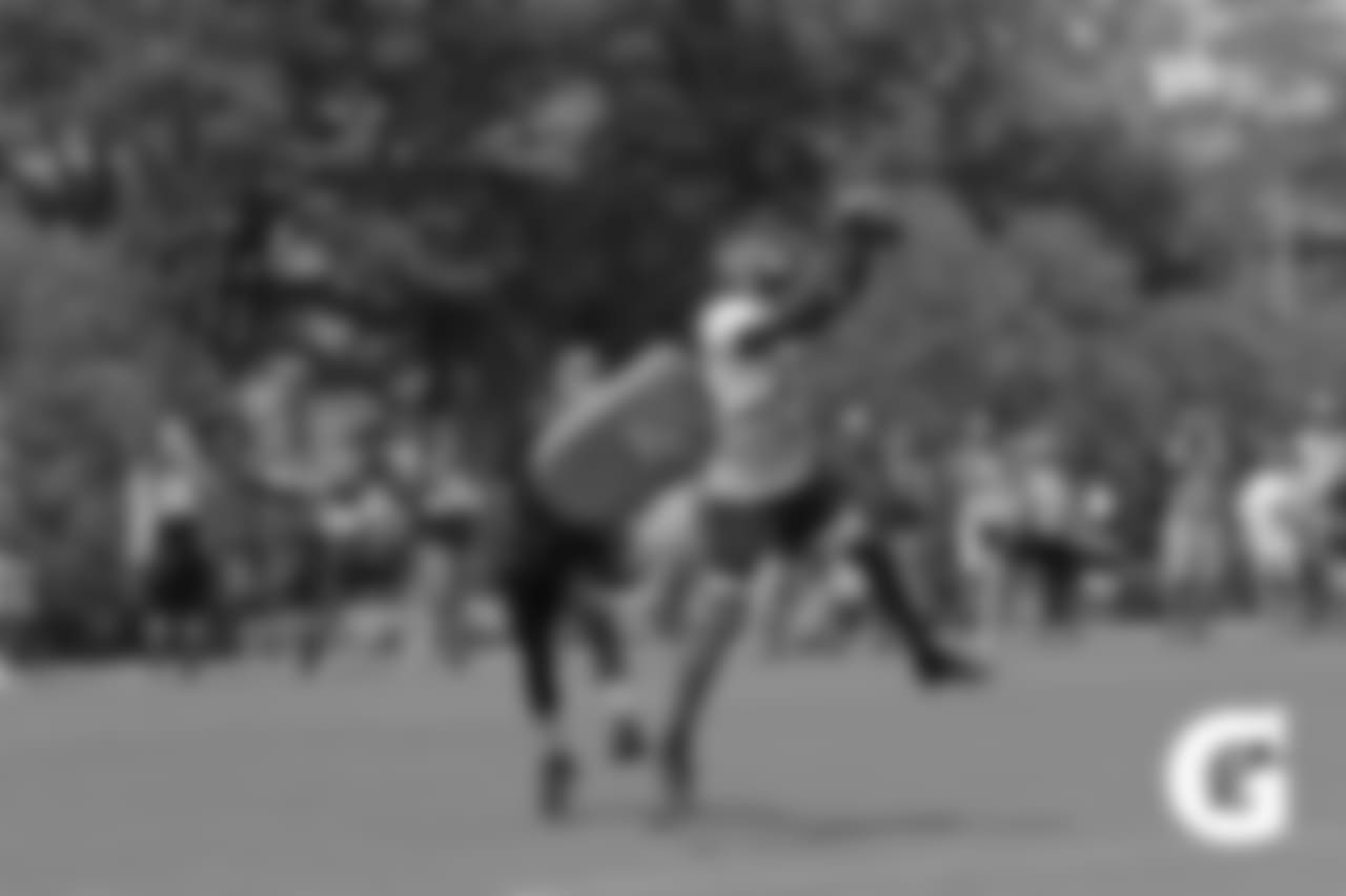 GATORADE-180807-Training_Camp_Practice-Green_Catch_Drills