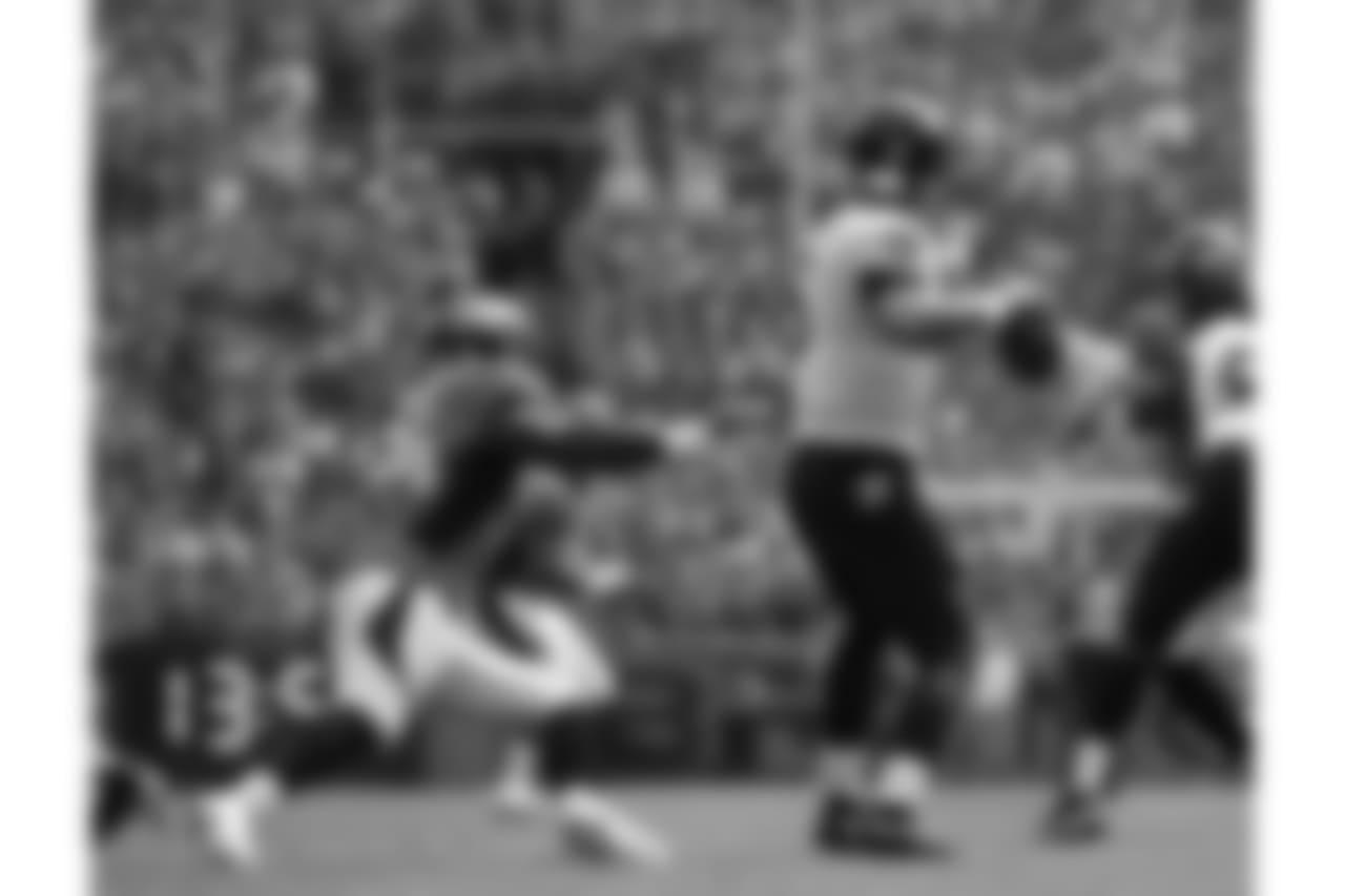 OLB DeMarcus Ware gets close to a sack on QB Joe Flacco