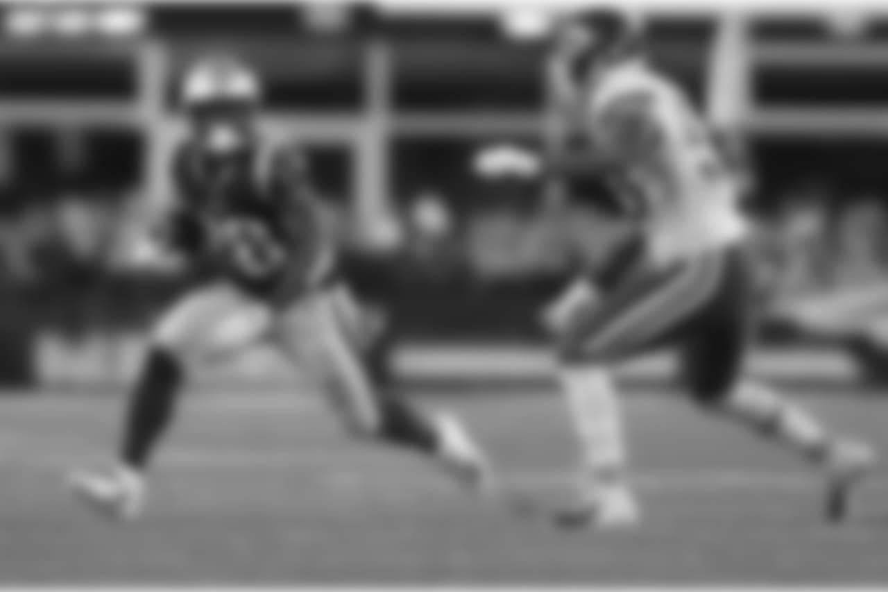 Linebacker Anthony Hitchens