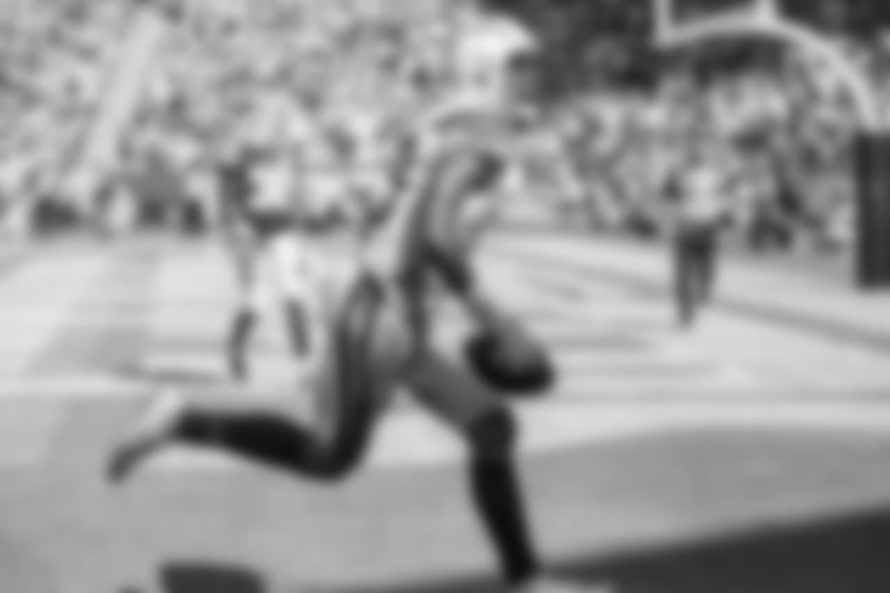 Wide receiver Keenan Allen scores a touchdown vs. the Kansas City Chiefs on Sun. Sept. 9, 2018 in Carson, CA.