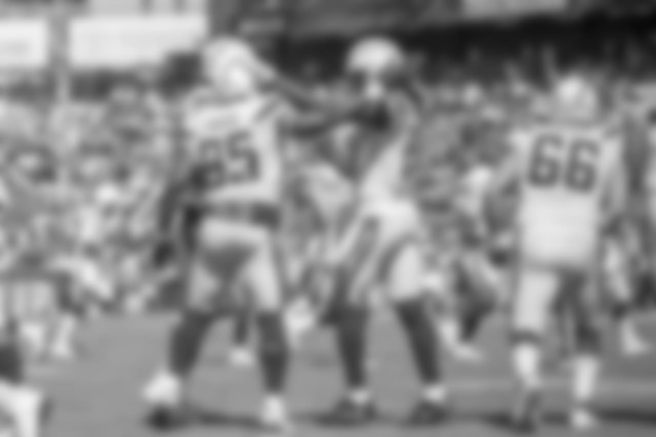 Antonio Gates and Mike Williams celebrate Gates' touchdown during the Bolts' matchup against the 49ers.