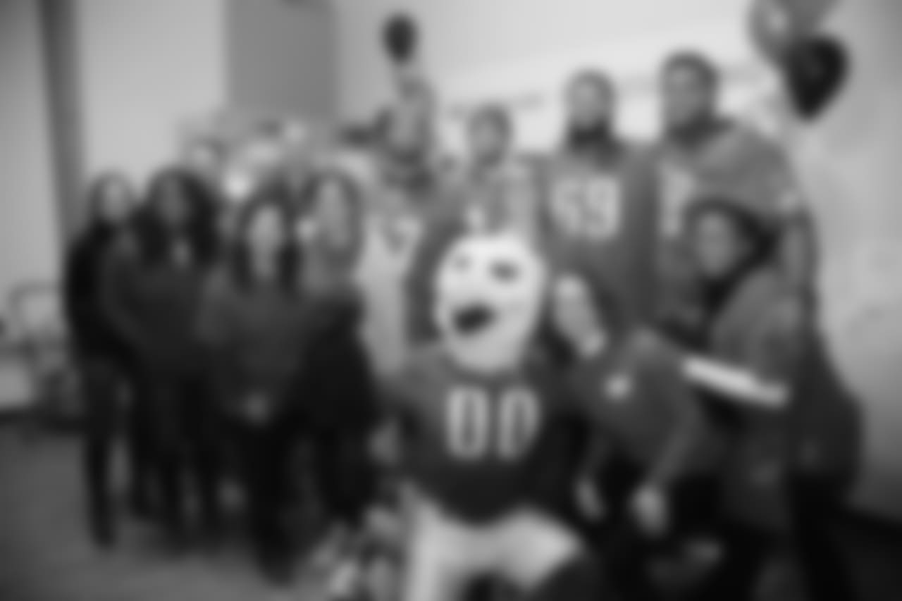 D.J. Alexander, Mack Hollins, Matt Pryor, Jordan Mailata, and SWOOP were among the Eagles to help provide Thanksgiving meals to families