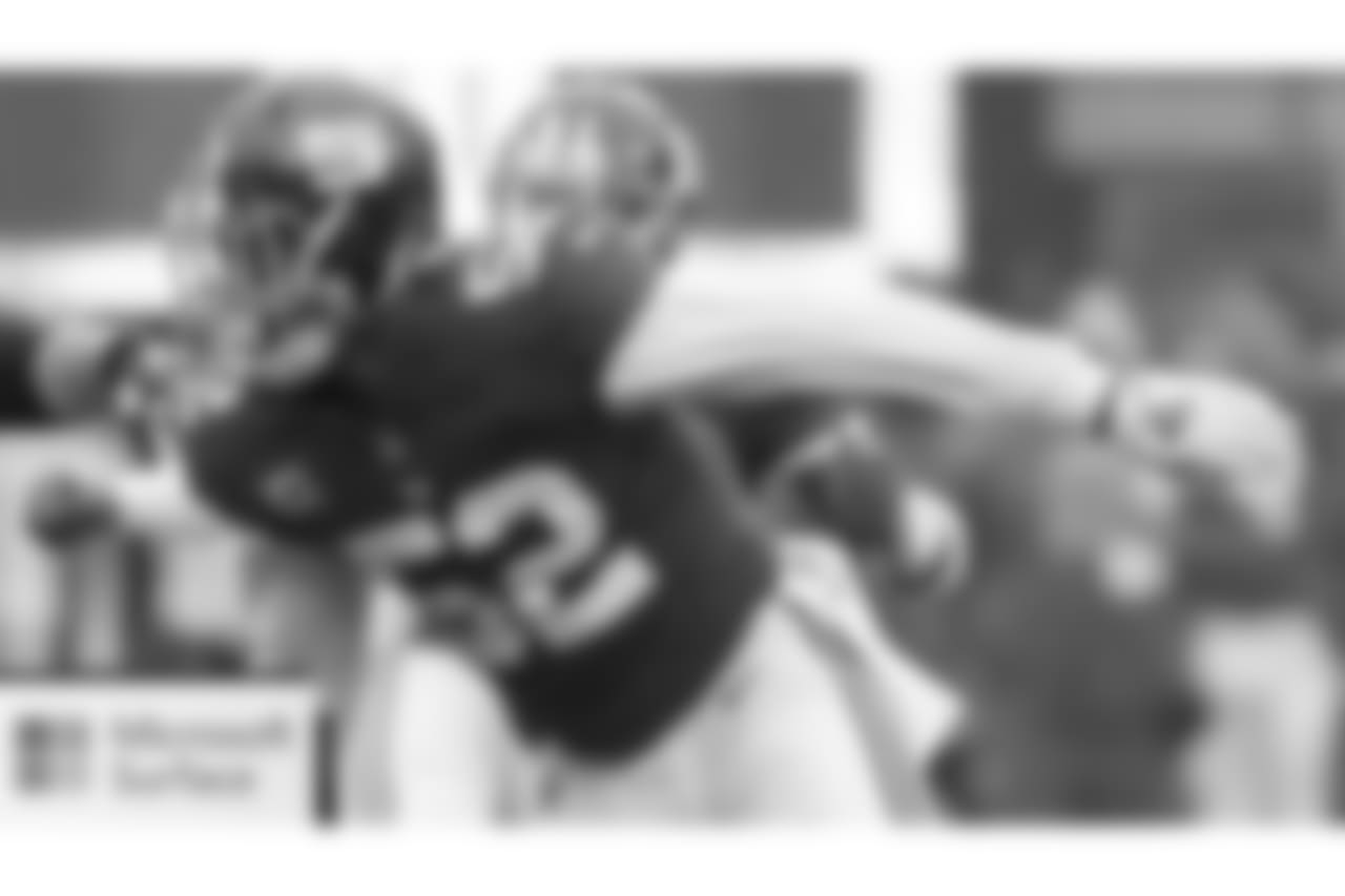 LB Alec Ogletree: Ogletree now has five interceptions this season, tying Jerry Hillebrand's record set in 1963 for most by a linebacker in franchise history. With those hands, the veteran linebacker is lobbying coach Pat Shurmur and offensive coordinator Mike Shula for some snaps at tight end.