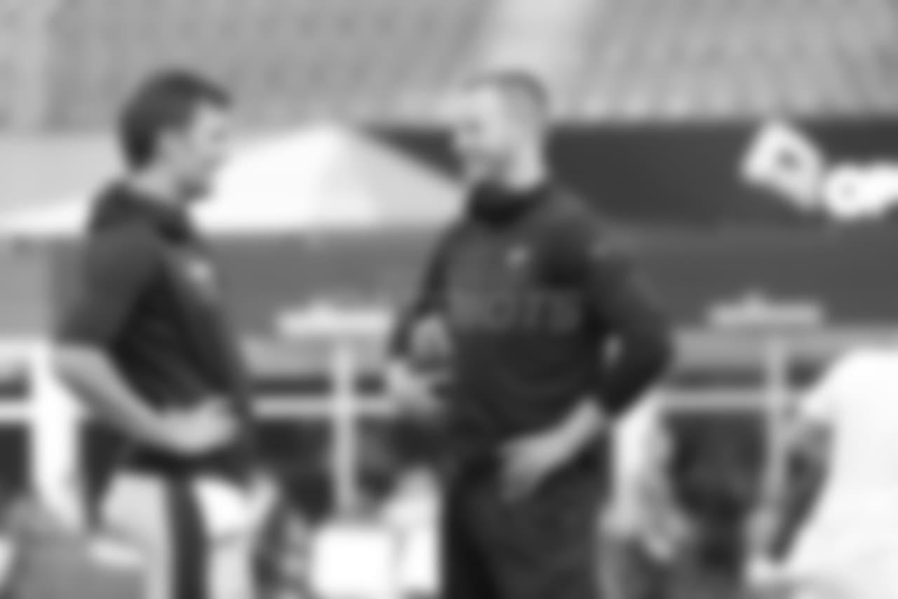Patriots QB Tom Brady (left) and Eagles QB Carson Wentz (right)