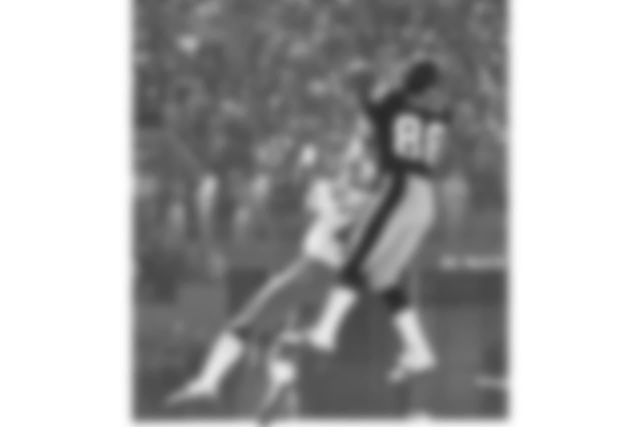 10. Lynn Swann (1974-82) - 5,534 yards.