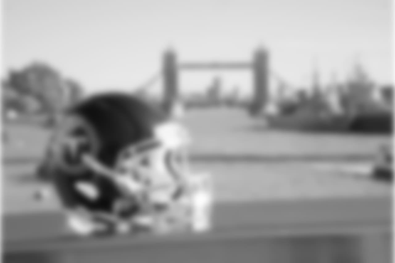 titans2018london-helmet55421