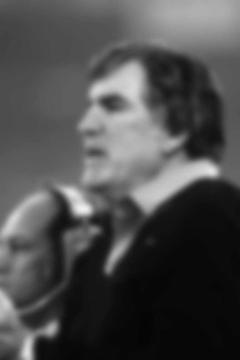 Cincinnati Bengals coach Forrest Gregg cheers on his team during Super Bowl XVI, a 26 - 21 loss to the San Francisco 49ers on January 24, 1982, at the Pontiac Silverdome in Pontiac, Michigan.  (Al Messerschmidt via AP)