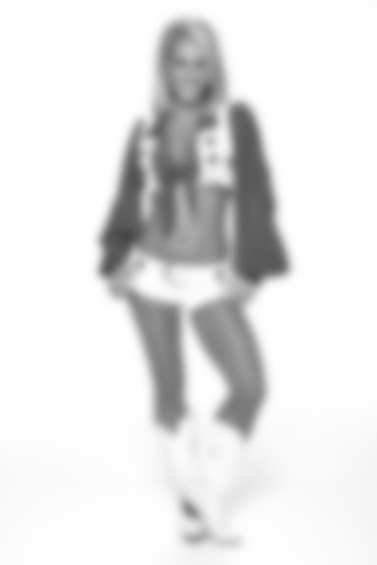 Christina-cameo18