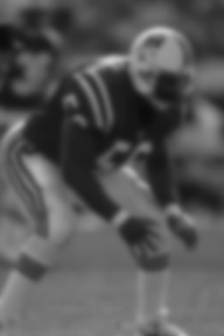 Linebacker Andre Tippett (56).