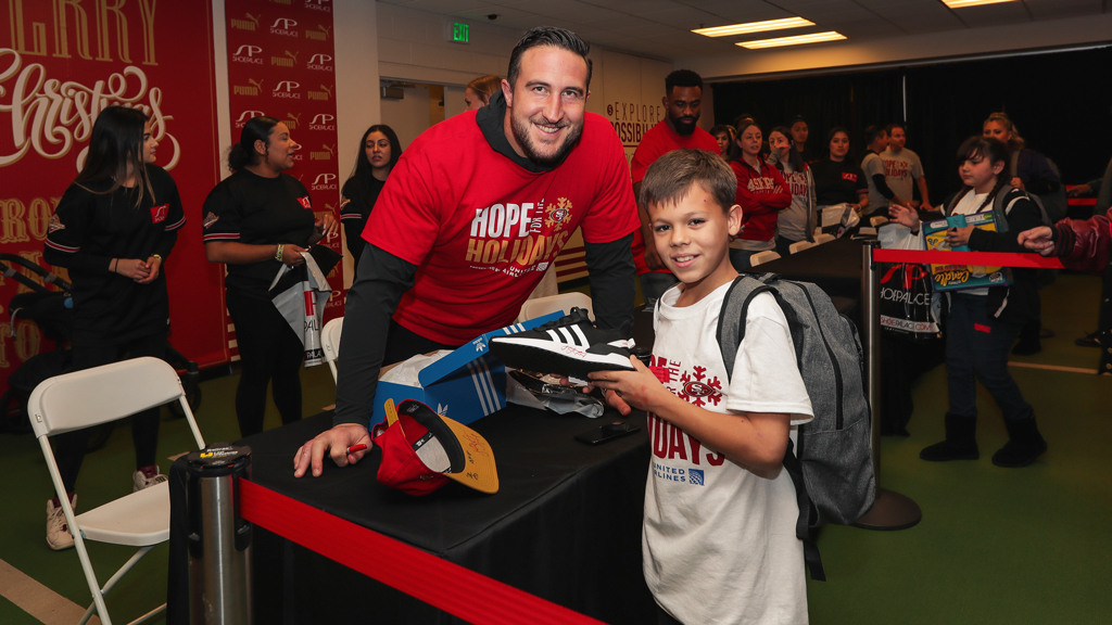 December 19: 49ers Make Spirits Bright with First-ever Hope for the Holidays Presented by United Airlines