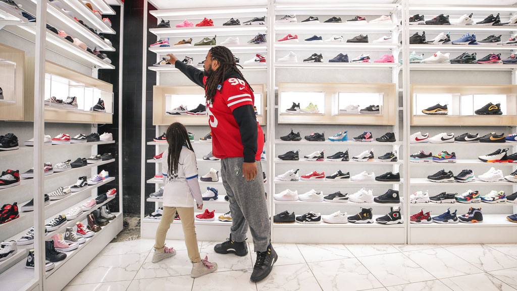 December 18: 49ers Defensive Line Host Holiday Shopping Blitz with Shoe Palace and Visa