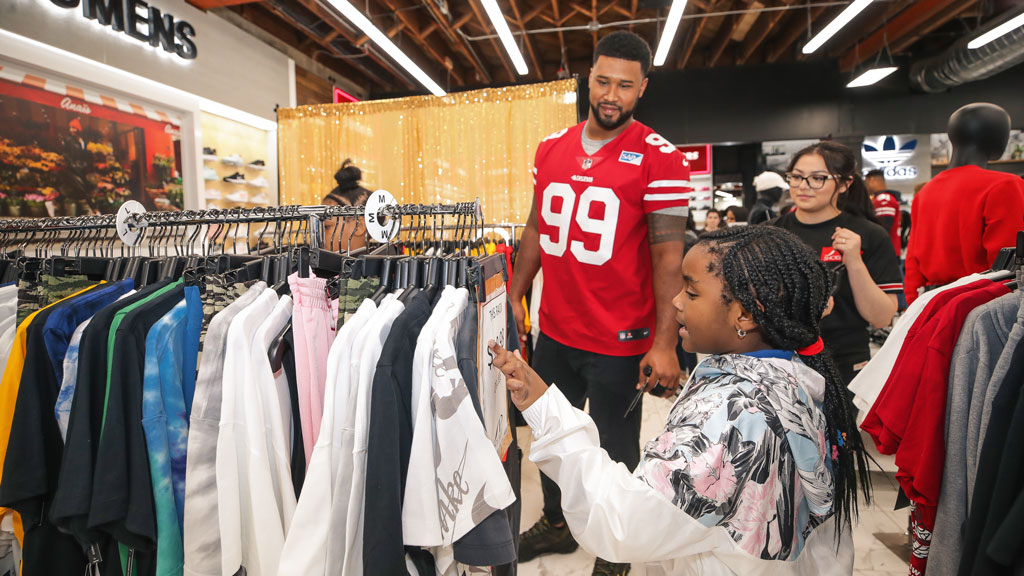 December 23: 49ers Defensive Line Join Shoe Palace and Visa to Host Holiday Shopping Blitz