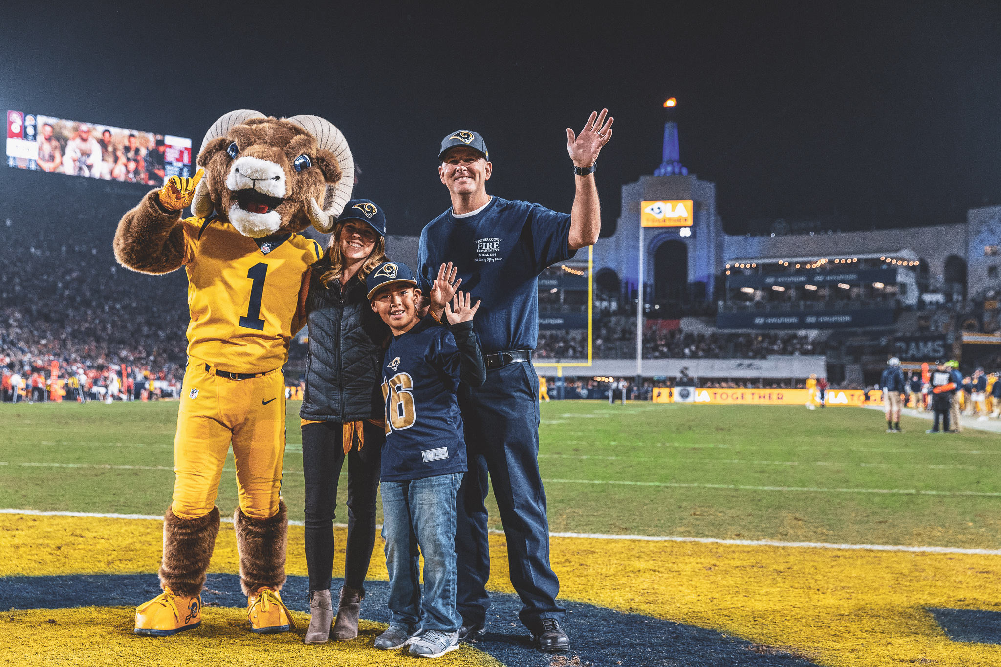 check out 1b641 5d74a Rams Community | Los Angeles Rams - therams.com